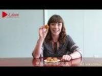 外国人吃月饼:怎么什么都敢往里面放?!