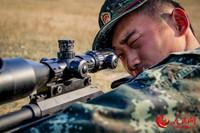 要圆满完成狙杀任务,均匀的呼吸和稳定的心跳是必不可少的。蔡霖伟摄