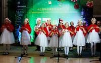 蓓蕾芭蕾舞艺术培训中心声乐班的小朋友们演唱圣诞颂歌