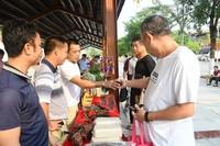 保亭县举办3月爱心扶贫集市