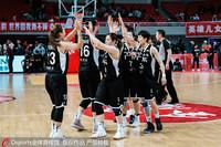 广东女篮庆祝胜利
