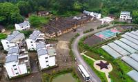 这是5月6日无人机拍摄的江西华屋村。
