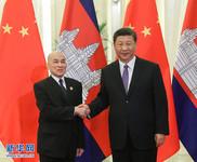 5月14日,国家主席习近平在北京人民大会堂会见来华出席亚洲文明对话大会的柬埔寨国王西哈莫尼。 新华社记者 姚大伟 摄