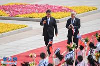 5月14日,国家主席习近平在北京人民大会堂同希腊总统帕夫洛普洛斯举行会谈。这是会谈前,习近平在人民大会堂东门外广场为帕夫洛普洛斯举行欢迎仪式。 新华社记者 燕雁 摄