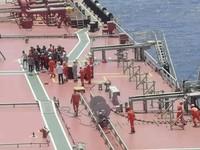 """空中拍摄""""远洋湖""""号商船甲板上的情况 (海南省应急厅供图)"""
