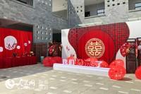 结婚礼活动现场 满满的都是中式婚礼的氛围  人民网记者枉源 摄