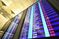 8月12日,这是香港机场大屏显示的航班状态。