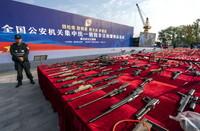 这是8月12日拍摄的集中销毁非法枪爆物品活动武汉主现场。