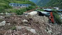 8月14日,成昆铁路凉红至埃岱站间突发数万方高位岩体崩塌。