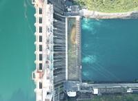 俯瞰新安江水电站(7月25日无人机拍摄)。