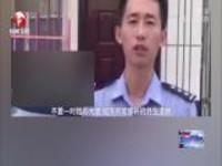河南辉县:男童被锁车内  好心人出手相助