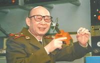 2001年,高伯龙进行科研工作
