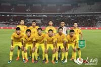 中国国少队员赛前合影。人民网记者 徐伟摄
