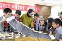 11月7日,重庆沙坪坝小学,学生正在学习甲骨文。