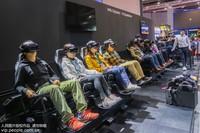11月10日,第二届中国国际进口博览会现场,观众进行4D体验。