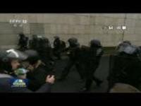 巴黎警方逮捕上百名暴力示威者