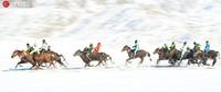 12月1日,参赛的哈萨克族选手正在进行激烈的赛马比赛。