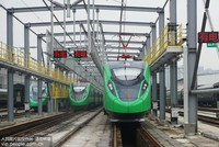 """2019年12月29日,航拍上海铁路局的杭州客车整理所里的""""绿巨人""""动车组。"""