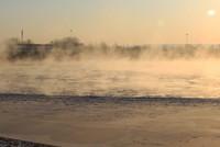 """黄河三盛公水利枢纽库区出现""""水煮黄河""""景观(1月1日摄)。"""