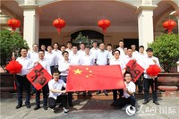 中国建设者在河内轻轨项目给祖国人民拜年。刘刚 摄