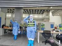 工作中的警务人员。人民网记者 刘阳 摄