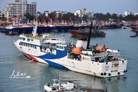 3月24日,一艘客轮缓缓离开北海国际客运码头,准备前往涠洲岛。