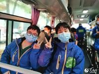 贵州省第八批援助湖北医疗队队员从武汉启程返黔 刘阳摄