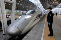 首批800余名滞留湖北的北京人员抵达北京西站。北京铁路公安处供图