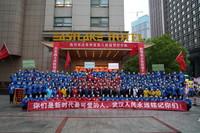 贵州省第八批援鄂医疗队集体合影。人民网记者 韩基琛摄