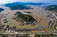2020年4月30日,浙江象山石浦渔港,数千艘渔船陆续归港。