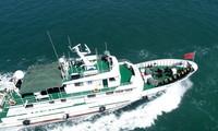 5月6日,山东省荣成市渔政执法船在石岛湾海域常态化检查。