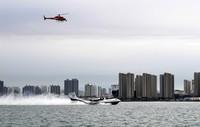 7月26日,水陆两栖飞机AG600在海面滑行。