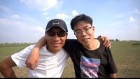 呼和浩特青桔单车运维师傅王智永和儿子在一起(受访者供图)