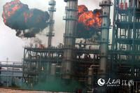 演练模拟泄露的液化石油气突遇明火发生爆炸。(徐涛/摄)