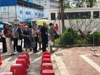 居民按照选房顺序有序排队 人民网海南频道 宋彤桐摄