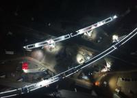 """12月25日凌晨,常益长铁路""""动走右线2号特大桥连续梁""""(上方短桥)完成转体(无人机照片)。"""