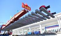 12月31日,最后一排轨排落地,标志着川藏铁路拉林段全线铺轨完成。
