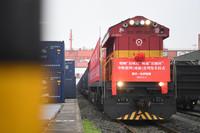 2021年1月1日,中欧班列(成渝)号首列班车在重庆团结村站等待发车。