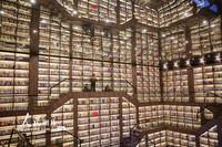 1月2日,读者在湖南省邵阳市松坡图书馆桃花源分馆阅读书籍。