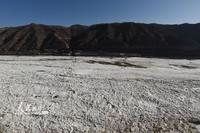 2021年1月9日,在山西吉县拍摄的被冰凌覆盖的黄河壶口瀑布景区。