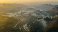 1月18日拍摄的贵州都安高速公路云雾大桥(无人机照片)。