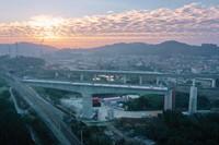 1月21日,转体中的新建福厦铁路九龙江特大桥转体桥(无人机照片)。