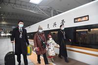 2021年1月22日,沈阳北站开往北京朝阳站的复兴号首发车准备出发。