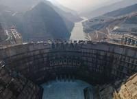 1月23日拍摄的白鹤滩水电站建设工地(无人机照片)。