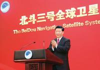 2020年7月31日上午,北斗三号全球卫星导航系统建成暨开通仪式在北京举行。中共中央总书记、国家主席、中央军委主席习近平出席仪式,宣布北斗三号全球卫星导航系统正式开通。 新华社记者 鞠鹏/摄