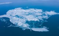 这是4月8日拍摄的青海湖开湖景观(无人机照片)。