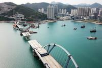 4月29日拍摄的香港将军澳大桥施工现场(无人机照片)。