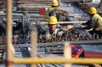 5月4日,中建八局的建设者在国家会展中心(天津)二期工程现场施工。新华社记者 李然 摄