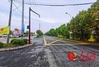 陈桥中学门口新修复的亭平路。人民网记者王继亮摄
