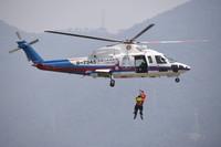 5月10日,东海第二救助飞行队演练直升机水域救援。